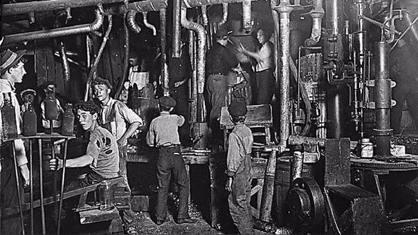 Antes del 1 de mayo los trabajadores podían cumplir jornadas de hasta 18 horas. | Fuente: Wikipedia